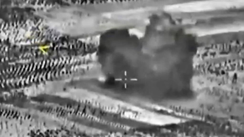 Dieses Bild zeigt laut dem russischen Verteidigungsministerium einen Luftangriff in Idlib.