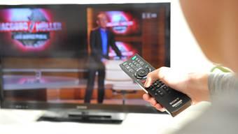Der Fernseher ist weiterhin fester Bestandteil der Schweizer Haushalte.