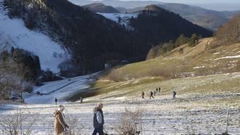 Die Zukunft: Wanderer mitten im Winter auf der Wasserfallen..