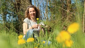 Michèle Jörg Dittli ist fasziniert von all den essbaren Schätzen, die die Natur zu bieten hat, und teilt ihr Wissen gerne.