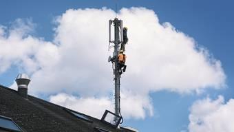 Der Bundesrat hat letzte Woche in einem ersten Schritt entschieden, zusätzliche Funkfrequenzen dem Mobilfunk zuzuweisen, um die 5G-Technologie einzuführen. (Archiv)