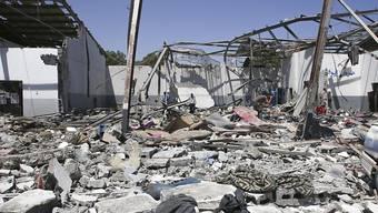 Das Flüchtlingslager in der Nähe von Tripolis lag nach dem Luftangriff am Dienstag in Trümmern. (Archivbild)