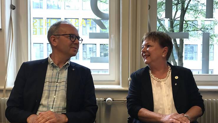 "Die erste ""Obfrau"" des Basler Fasnachts-Comités, Pia Inderbitzin, mit ihrem Vorgänger, Christoph Bürgin."
