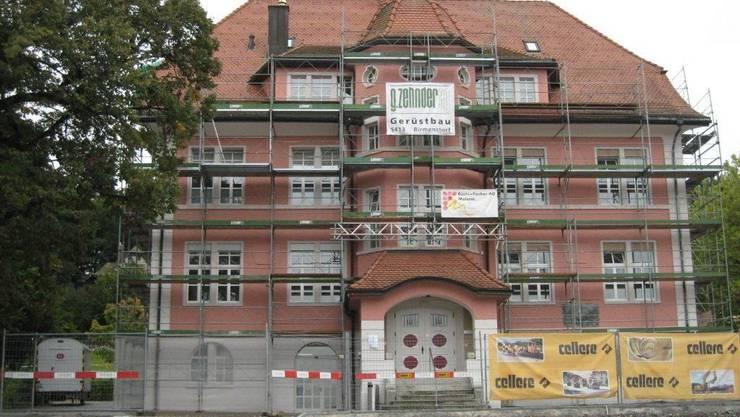 Das Gemeindehaus in Fislisbach wird neu gestrichen