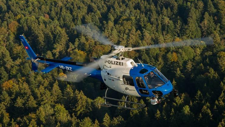 Der Mann wurde auch mit einem Polizeihubschrauber gesucht. (Das Symbolbild zeigt einen Helikopter der Kapo ZH).