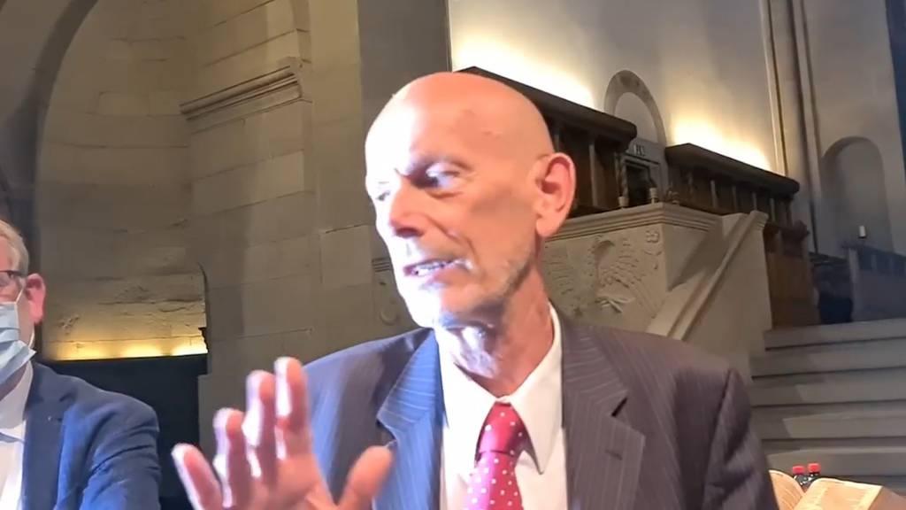 Mr. Corona Daniel Koch von Corona-Leugnern bedrängt: «Sie werden für Ihre Lügen zur Rechenschaft gezogen!»