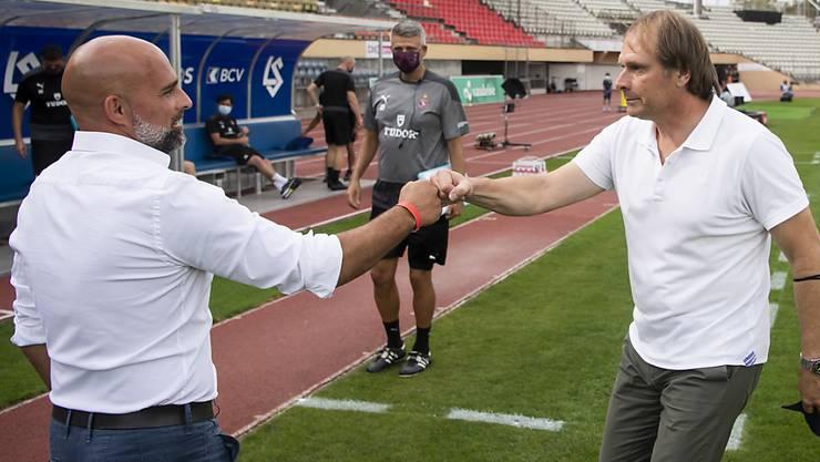 Begrüssung nach Sicherheitsbestimmungen auf der Pontaise: Lausannes Trainer Giorgio Contini und Kollege Alain Geiger von Servette