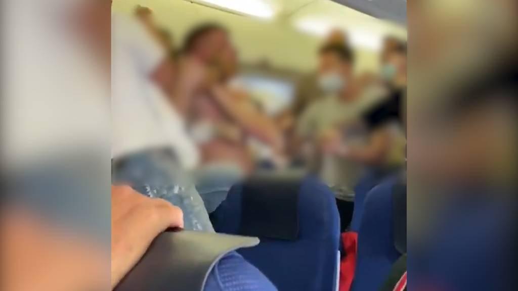 Maskenverweigerer randalieren auf KLM-Flug