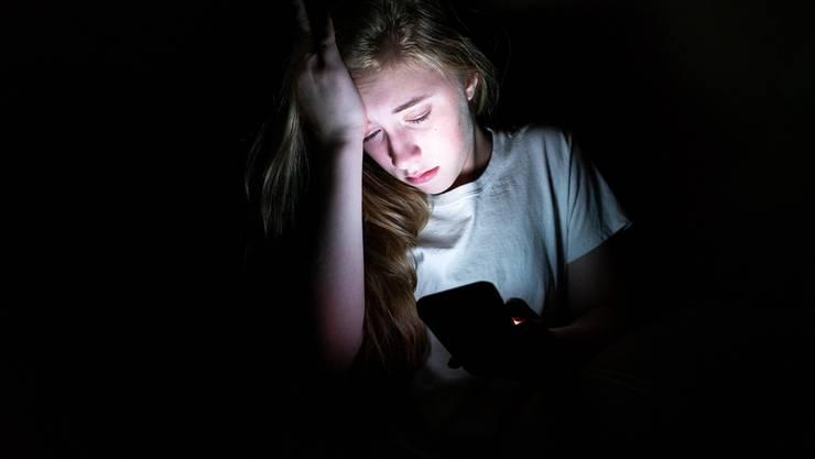 Jedes vierte Kind in der Schweiz wird im Netz angegriffen. Hass im Internet ist ein immer grösseres Problem. Doch Politik und Gesellschaft reagieren nur zögerlich.