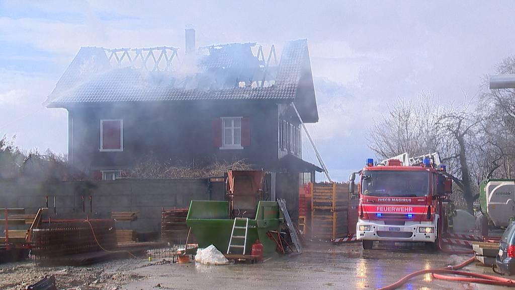 Amlikon-Bissegg TG: Dachstockbrand verursacht hohen Sachschaden