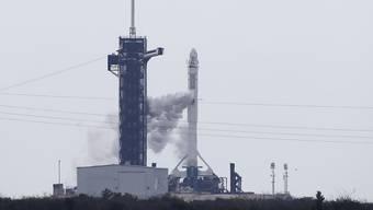 Die bemannte SpaceX Falcon 9 Crew Dragon musste wegen schlechten Wetters in Cape Canaveral verschoben werden.