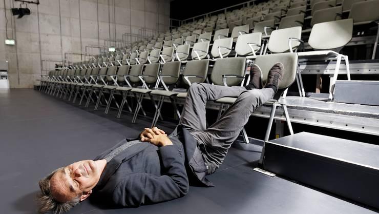 Schauspieler Matthias Neukirch im Schiffbau Zürich: Vor einer Premiere fallen ihm die Augen zu.