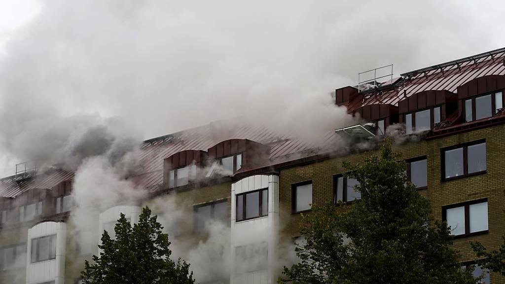 ARCHIV - Nach der vorsätzlich herbeigeführten Detonation in einem Wohnhaus in Göteborg wurde intensiv nach einem Tatverdächtigen gefahndet. Der Tatverdächtige wurde nun leblos gefunden. Foto: Bjorn Larsson Rosvall/TT News Agency/AP/dpa