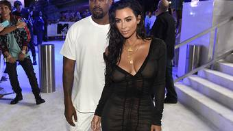 Kanye West und Kim Kardashian wollen vorwärts machen mit dem dritten Kind. Der Vertrag mit der Leihmutter sei bereits unter Dach und Fach, wird berichtet. (Archivbild)