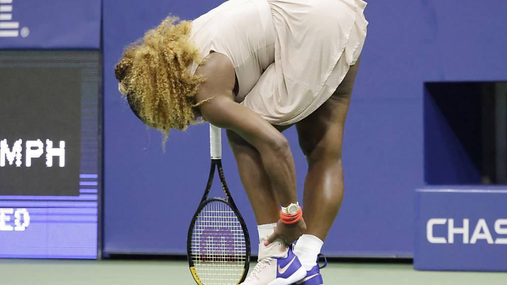 Da sah es schon nicht mehr gut aus für Serena Williams: Im dritten Satz musste sie sich am linken Fussknöchel behandeln lassen