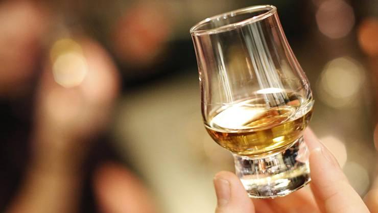 Whiskey darf im Notvorrat unserer Autorin nicht fehlen. (Symbolbild)
