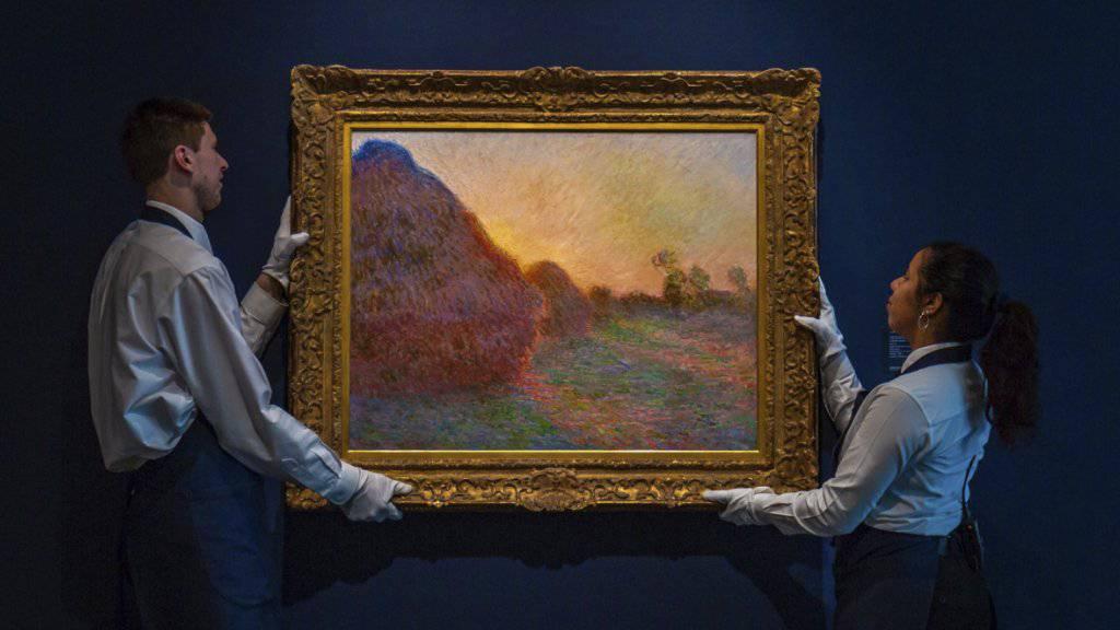Das Gemälde «Meules» von Impressionist Claude Monet ist am Dienstag (Ortszeit) beim Auktionshaus Sotheby's für 110,7 Millionen Dollar unter den Hammer gekommen.