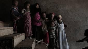 Vom Hunger bedroht: Kriegsvertriebene in einer zu einem Auffanglager umfunktionierten Schule in Abyan. (Archiv)