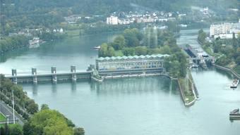 Blick vom Rocheturm auf das Kraftwerk Birsfelden.