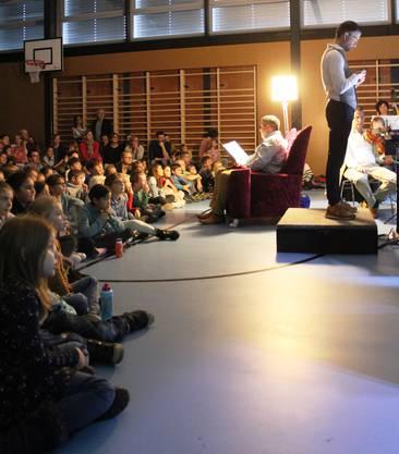Philipp Müller zieht mit seiner Geschichte grosse und kleine Zuhörer in seinen Bann