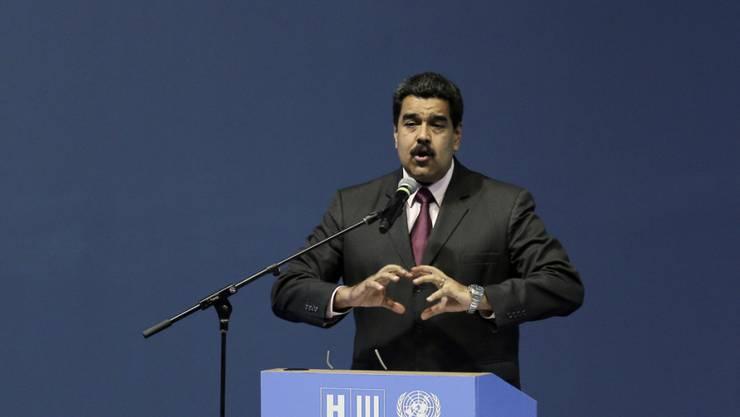 Auch wenn das Verfahren für ein Referendum über seine Abwahl vorerst suspendiert wurde, kann sich Venezuelas Präsident Nicolas Maduro nicht allzu sicher auf seinem Posten fühlen. (Archivbild)