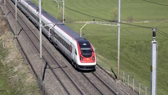 Ab Ende 2020 will die SBB in allen Fernverkehrszügen Gratis-Internet anbieten. (Archivbild)