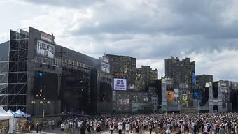 Erste Hip-Hop-Fans ziehen vor die Hauptbühne des Openairs Frauenfeld.
