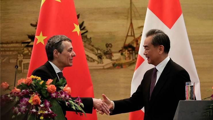 Bundesrat Cassis (l.) und sein chinesischer Amtskollege Wang Yi. Andy Wong/AP/Key
