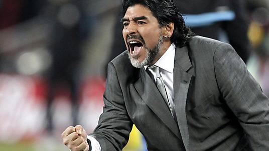 Maradona stösst mit Linienbus zusammen