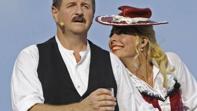 Hanspeter Müller-Drossaart als Dällebach Kari (rechts: Carin Lavey; Archiv)