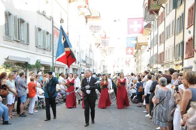 Der Maienzug in der Aarauer Altstadt.