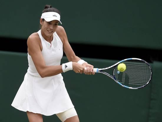 Mit 7:5, 6:0 gewinnt Muguruza gegen Venus Williams, die erstaunliche Altmeisterin aus den USA, und triumphiert erstmals in Wimbledon.