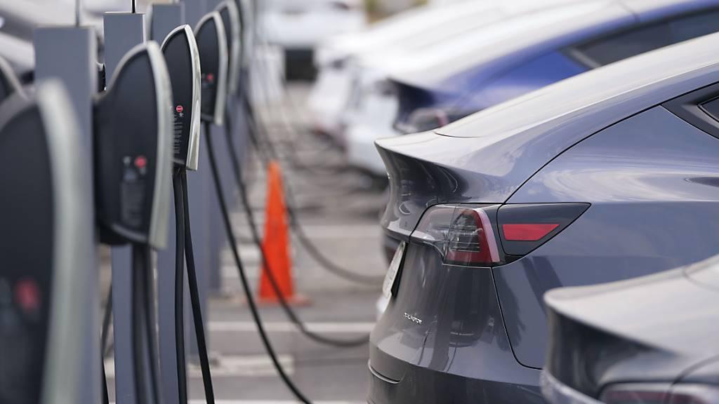 Elektroautos geben in der Schweiz Gas - trotz Coronakrise. (Themenbild)