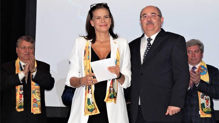 Alfred Reichle übergab im Anschluss an das Internationale Circus Festival von Monte Carlo den Preis der Schweizer Circusfreunde an Prinzessin Stéphanie von Monaco. zvg