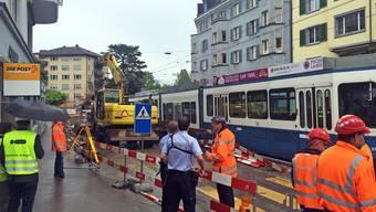 Bagger beschädigt VBZ-Fahrleitung