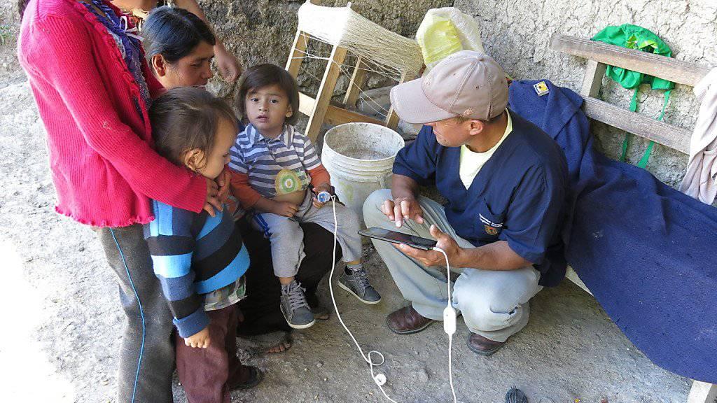 Forschungsassistenten aus der peruanischen Region Cajamarca sammeln Daten für die Weiterentwicklung der App.