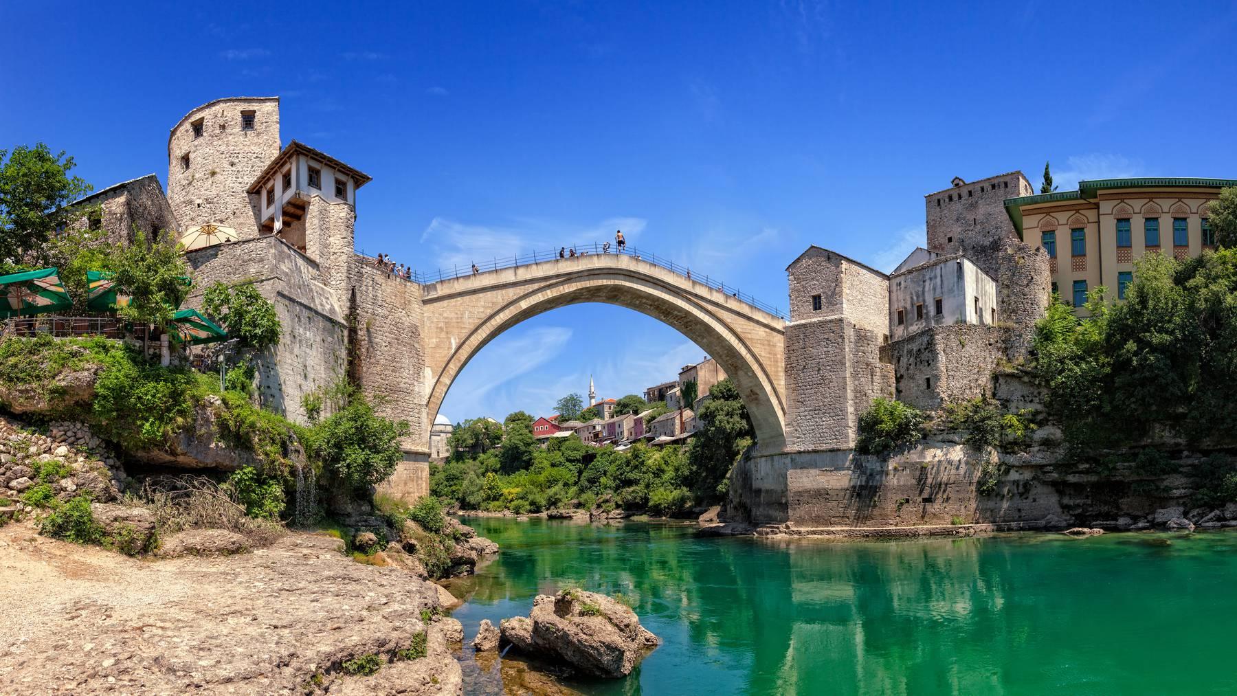 Wo steht diese schöne Brücke nochmal?