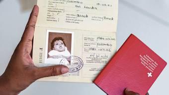 Die Angaben in diesem Pass widersprechen denjenigen der Adoptionsurkunde, wie CH Media in einem früheren Artikel aufzeigte.