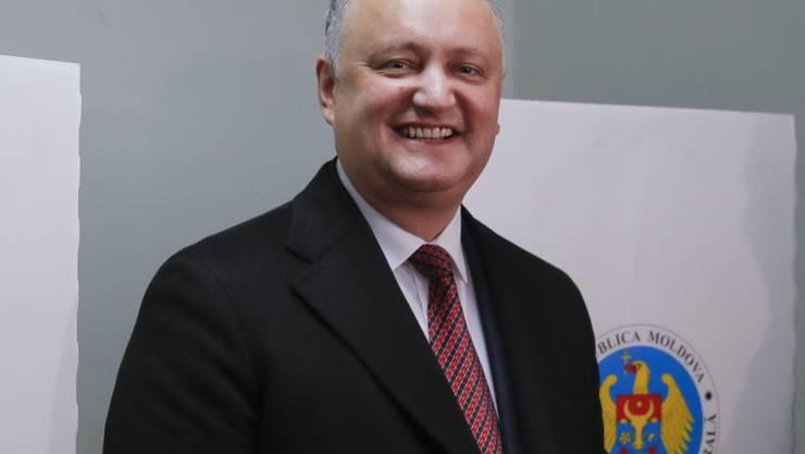 Der Präsident der Republik Moldau, Igor Dodon, hat gut lachen: Seine Partei liegt bei der Parlamentswahl nach Auszählung fast aller Stimmen in Führung.