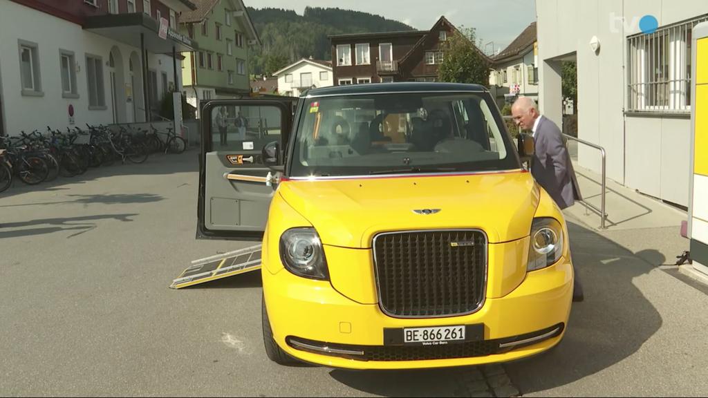 Kleinstes Postauto der Schweiz: Londoner Taxi in Appenzell