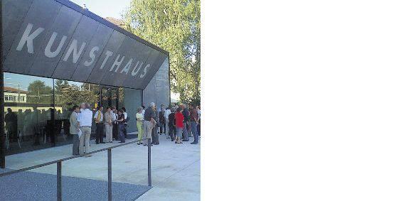 Der Erweiterungsbau für das Kunsthaus Grenchen wurde von ssm architekten, Solothurn, und w2 architekten, Bern, realisiert und besticht durch den Einbezug des Kunsthauses in das Bahnhofareal vis-a-vis, sowie durch die Materialwahl.