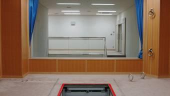 Hinrichtungsraum in Tokio mit offener Bodenklappe, wo Japan Todesstrafen durch Erhängen vollzieht. (Archivbild)