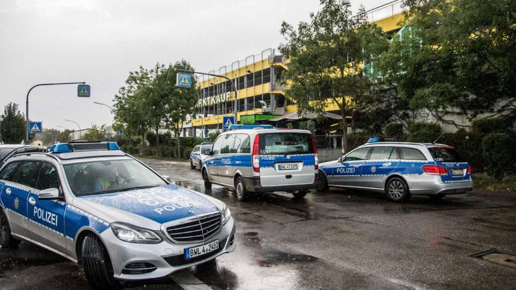 Insgesamt 21 Streifenwagen der Polizei waren damit beschäftigt, den jungen Autolenker zu verfolgen. (Symbolbild)