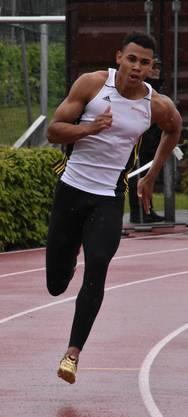 U20-Athletn Jason Joseph (LC Therwil) auf der Grendelmatte im 200-Meter-Lauf.