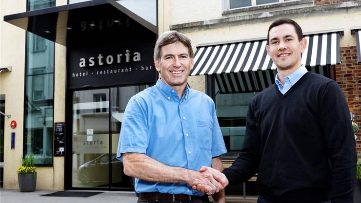 Marius Studer (links) und sein Nachfolger an der Spitze der Astoria Gastronomie AG, Remo Buchser. zvg