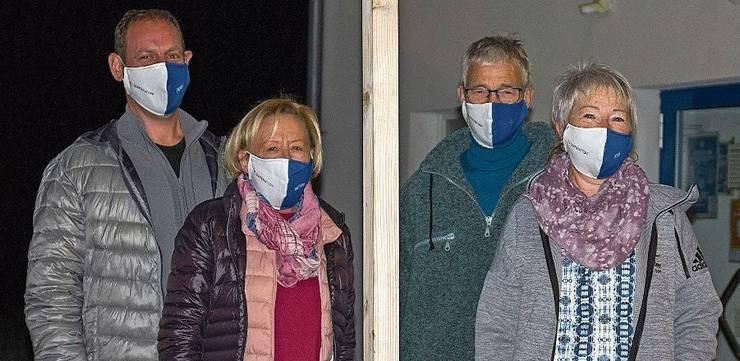 Vereinspräsident Tobias Furrer, Trudi Kaufmann und die Klubhauswirte Daniel Roggwiller und Priska Kaufmann Roggwiller (von links) freuen sich auf den neuen Anbau.