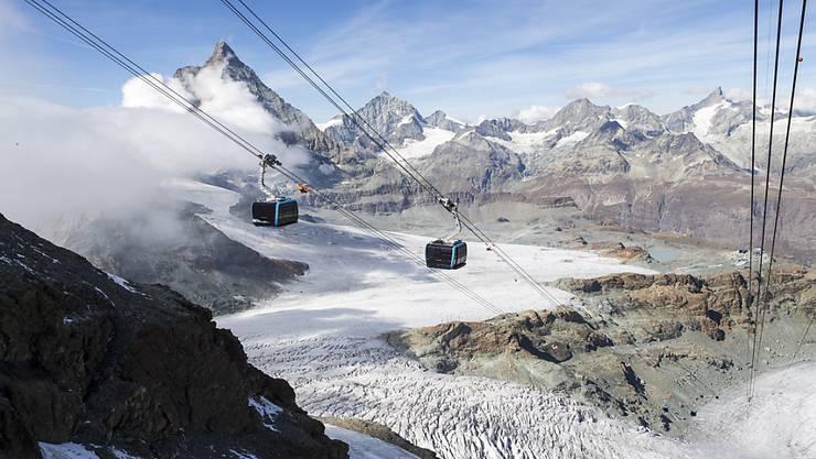 Weg frei für das grenzüberschreitende Seilbahnprojekt zwischen Zermatt VS und Cervinia (I). Die Bergbahnen konnten sich mit den Landschaftsschützern einigen. (Archivbild)