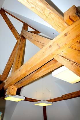 Der handwerklich gut gemachte Dachstuhl aus Fichte von 1904 ist noch gut in Schuss. Er musste lediglich abgebürstet und gereinigt werden.