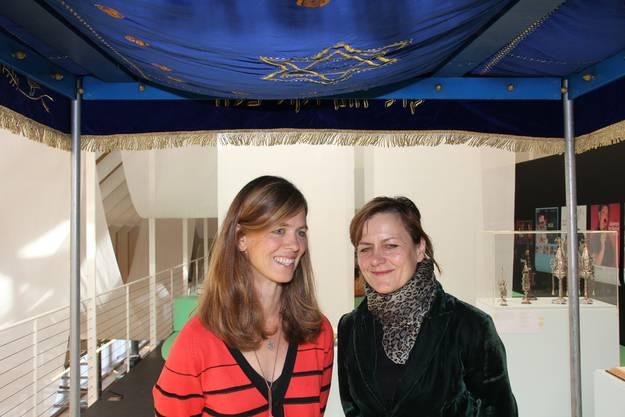 Kuratorinnen Franziska Bark Hagen (links) und Christine Zahn