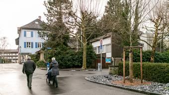 Die Villa im Garten (Bildmitte) an der Ecke Stadtgässli/Grabenweg soll einem Mehrfamilienhaus weichen. Hohe schmale Bauprofile zeigen die Dimensionen des Neubaus. San